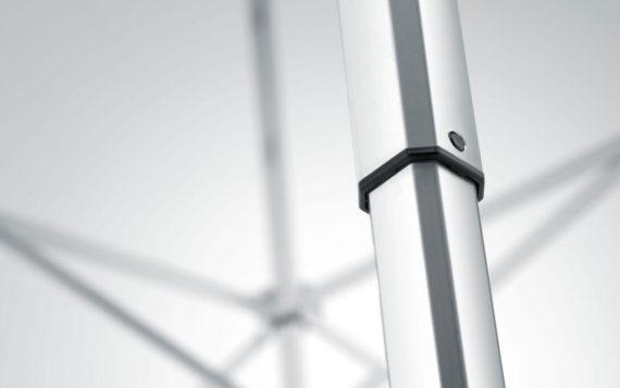 Detailansicht der Aluminiumstruktur eines atento Faltpavillons. Die detaillierte Ansicht ermöglicht einen Einblick der Konstruktionsdetails.