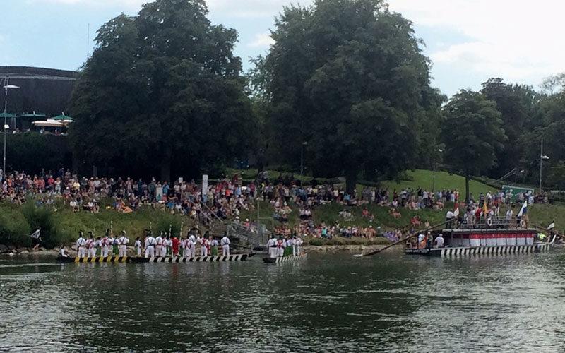 Viele Besucher beim Fischerstechen in Ulm.