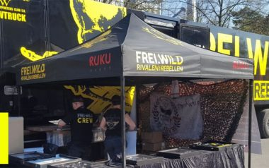 Schwarzer RUKU Faltpavillon im Frei.Wild Look