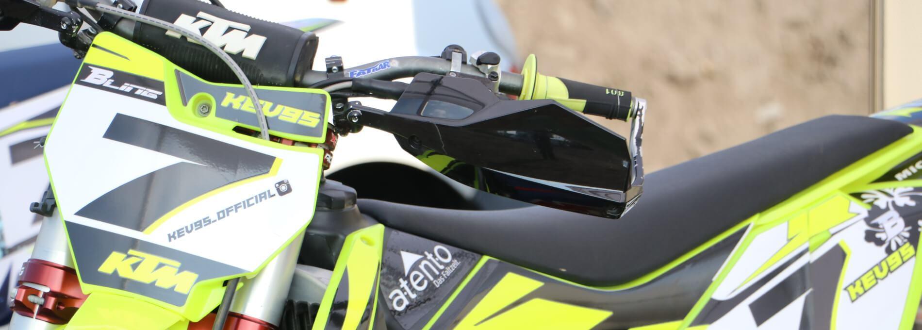 Gesponserter atento Faltpavillon des Rennfahrers Kevin Röttger