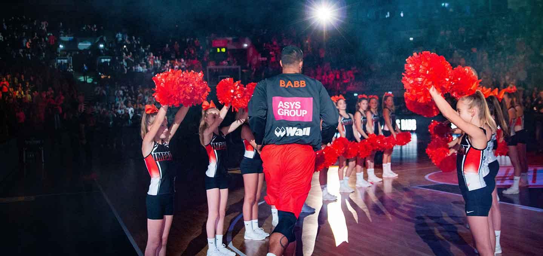 Basketballer von BBU'01 beim Einlaufen.