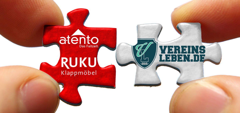 Ein rotes und ein weißes Puzzlestück mit den Logos von atento, RUKU und Vereinsleben.