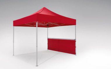 Rote Halbhohe Seitenwand an einem roten atento Faltpavillon von RUKU der Größe 3x3 m montiert.