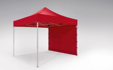 Standard-Seitenwand für atento Faltpavillon von RUKU. Der rote atento Faltpavillon der Größe 3x3 m enthält eine geschlossene rote Seitenwand.