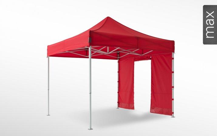 Eine rote Seitenwand mit Rolltür ist an einem 3x3m großen Faltpavillon der Linie max angebracht (mit Klettverschlusslaschen). Das Label am rechten Rand zeigt, dass der Faltpavillon in der Linie max erhältlich ist.