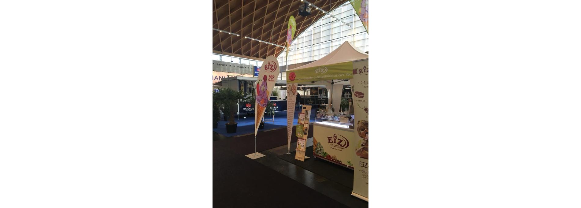 Bedruckter Faltpavillon der EIS-Zauberei auf der GastRo-Messe in Rostock