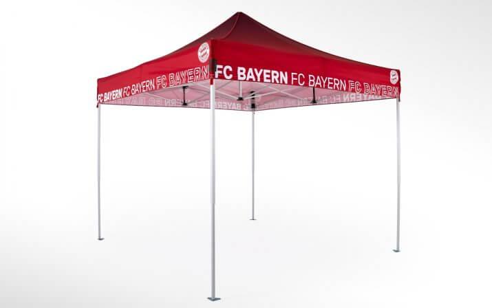 Roter FC Bayern München Faltpavillon mit FC Bayern Aufschrift und originalem FC Bayern Logo.