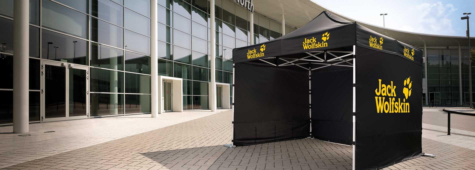 Schwarzer Jack Wolfskin Faltpavillon aus Aluminium - für mehr Komfort im Freien.