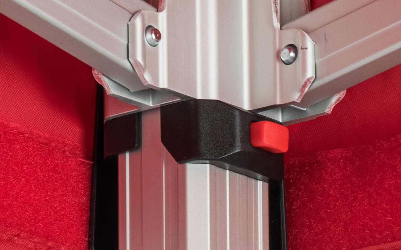 Roter Druckknopf zum verletzungsfreien Schließen des Faltpavillons