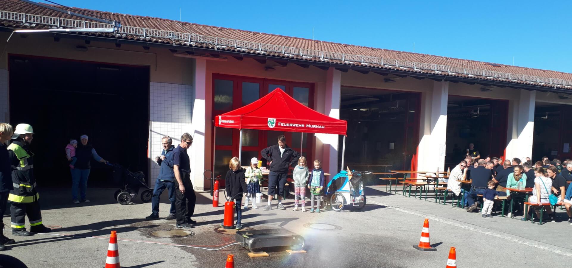 Roter RUKUevent Faltpavillon der Feuerwehr Murnau