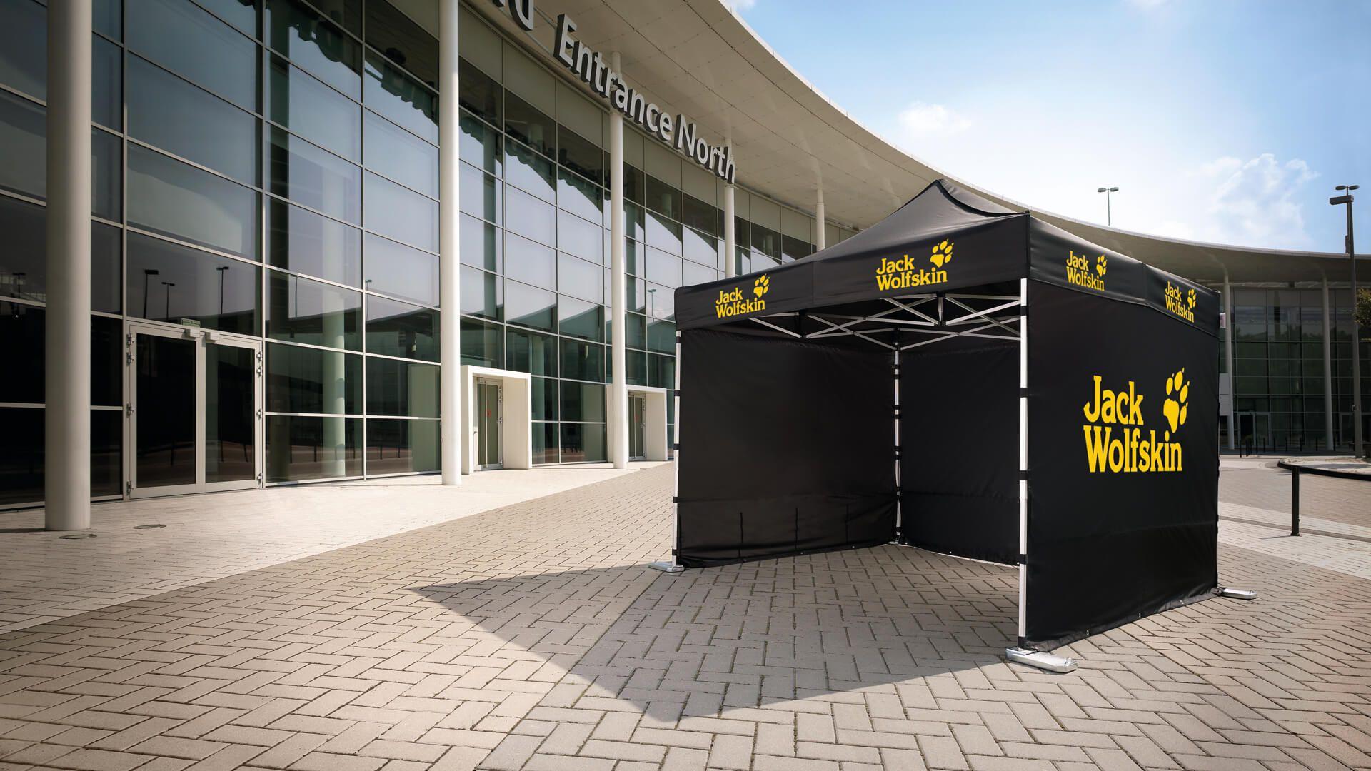 Schwarzer Faltpavillon mit gelber Aufschrift