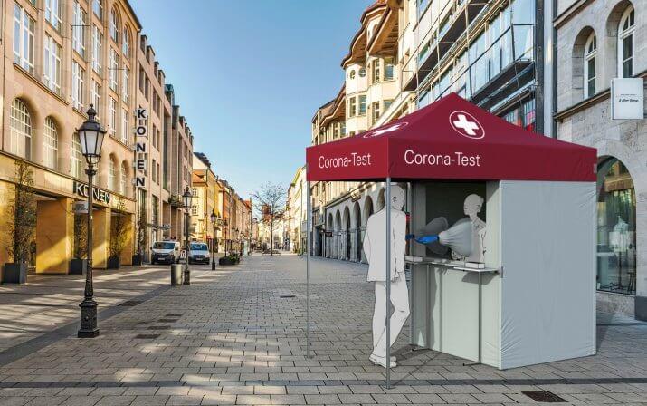 Ein 3D-Rendering der Corona-Testkabine in der Fußgängerzone einer Stadt.