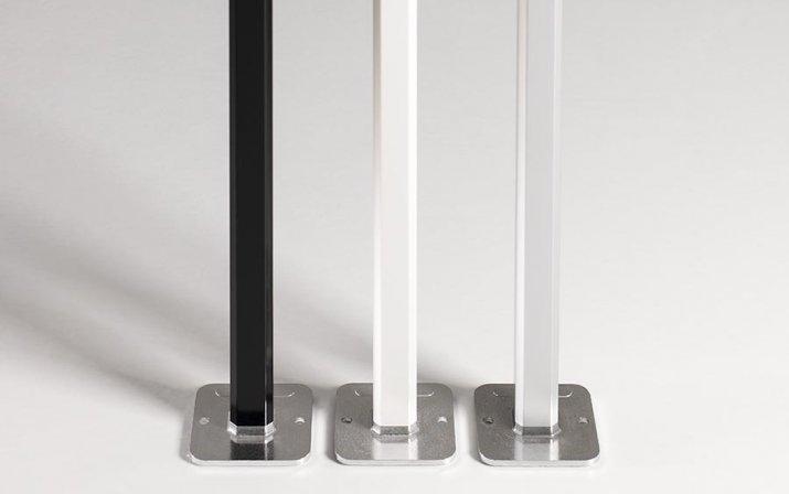 Weiße, schwarze und silberfarbene Aluminiumstrukturen für atento Faltpavillons von RUKU.