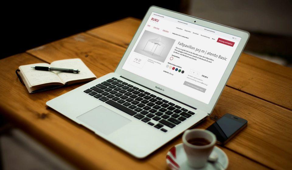 Notebook mit dem Onlineshop von RUKUevent als Einstiegsseite.