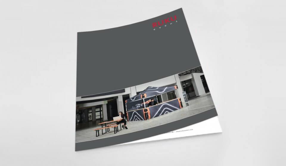 Titelseite des Gesamtkatalogs von RUKUevent mit Faltpavillon und Bierzeltgarnitur