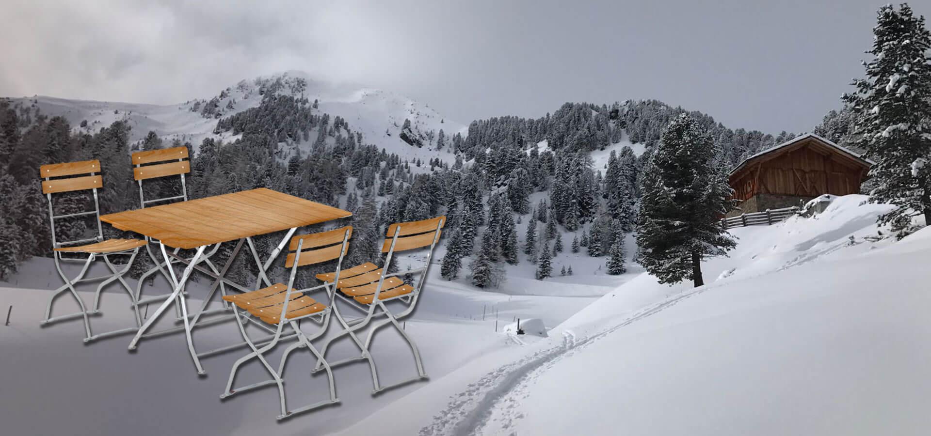 Winterlandschaft mit dem Biergartenmöbel-Set von RUKUevent in Fichte