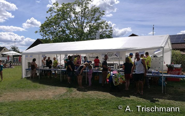 Withe catering tent at the kids festival.