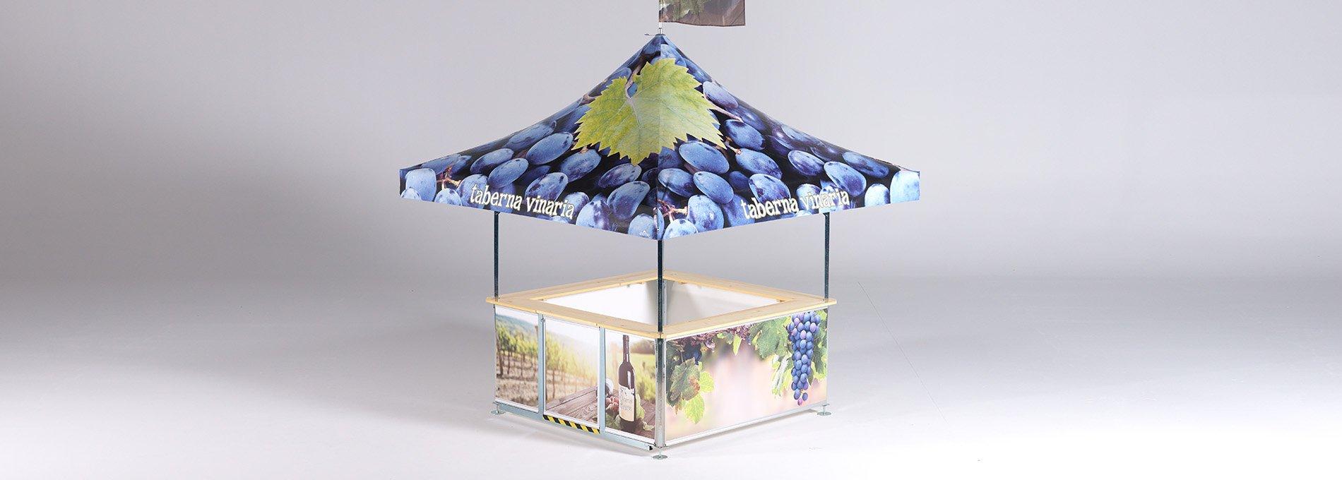Viereck-Weinstand bedruckt mit Trauben und Weinflasche